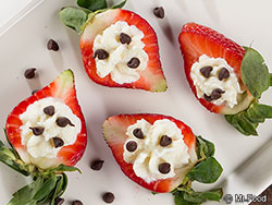Cannoli-Stuffed Strawberries